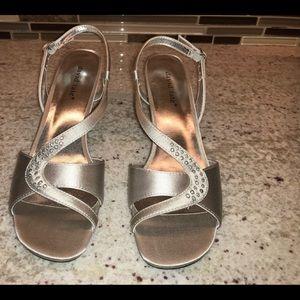 NWOT David Tate Silver Dress Sandals 8N